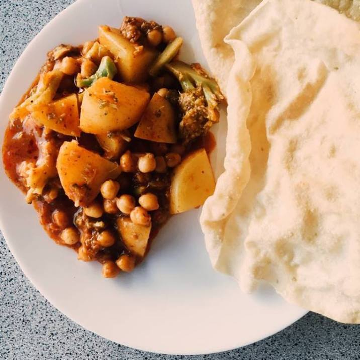 Veg & chickpea tikka masala curry with papadums.